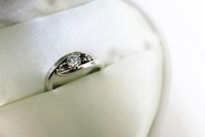 ダイヤモンドを使用したり、その品質、使用する金属、デザインなど細かに指定可能なフルオーダーリング。