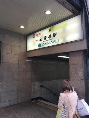 心斎橋駅6番出口の様子。